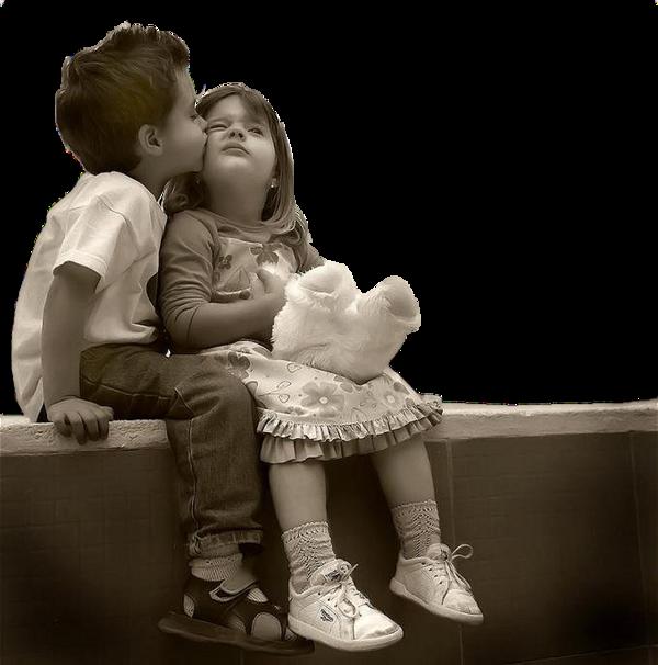 Fille embrassant les garçons